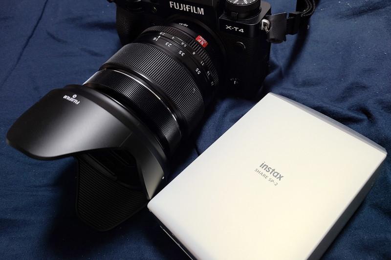 カメラとチェキプリンターを直接接続して印刷を行えるものの、チェキのイメージとカメラが全く釣り合っていない