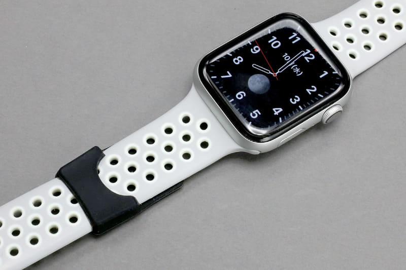 Apple Watchのバンドに装着した例がコレだゼ!!! つーかApple WatchだったらモバイルSuica使えばよくね、とか言っちゃダメだ!!!