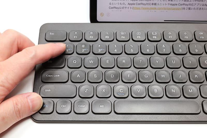 3台ペアリングでき、接続先を手軽に変えられるのも便利。iPhone/iPadとMacを併用しているなら、キーボードをこれ1台に集約するのも現実的
