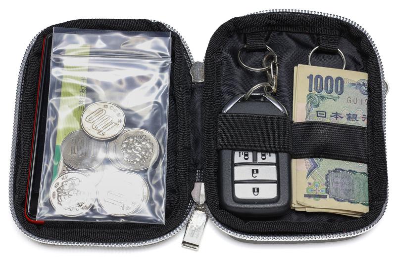 もっ、申し訳ないがっ、硬貨はビニール袋でっ!!! 細長い硬貨ケースをスマートキー収納部にセットすることができるかもしれない……が、試していない。