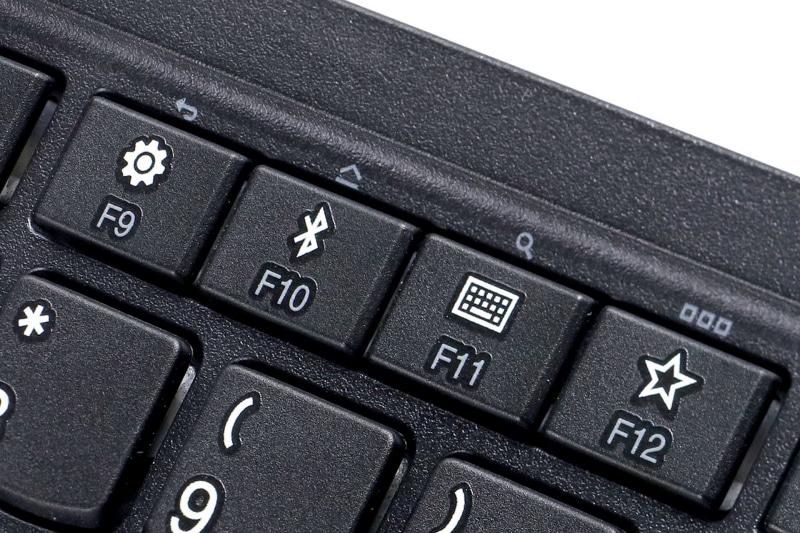 ThinkPad トラックポイント キーボード IIのF9〜F12キー。スライドスイッチで接続先端末をAndroidにしておくと、これらのキー機能が「戻る」「ホーム」「検索」「アプリランチャー」になる。