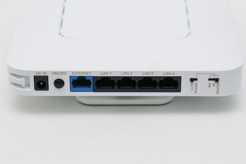 入出力は基本的にLANケーブルのみ。USBポートはない