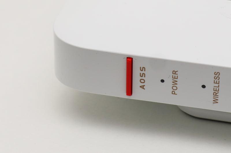 バッファロー独自のAOSSボタンも装備