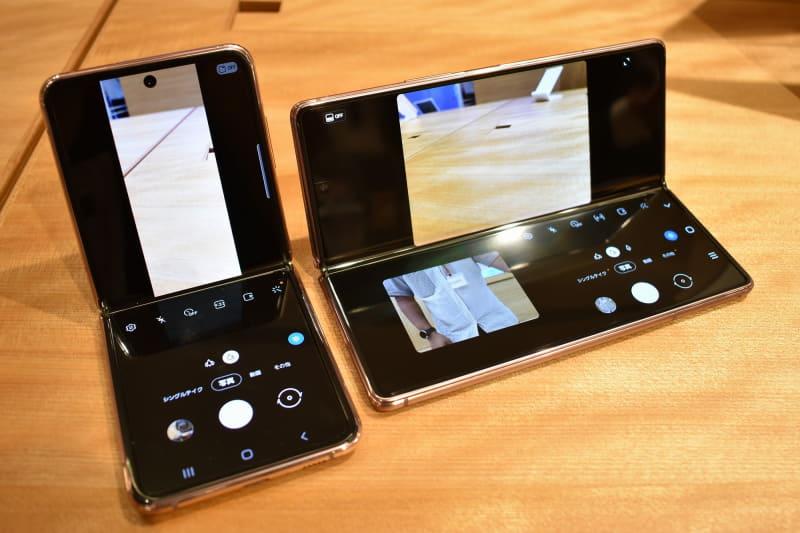 「Galaxy Z Flip 5G」(左下)と「Galaxy Z Fold2 5G」(右上)