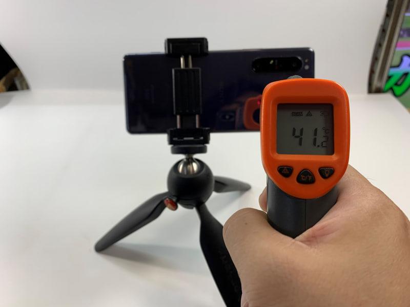 4K動画を30分撮影した状態では41℃以上に上昇