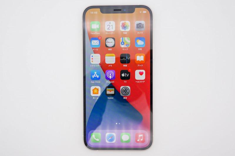 iPhone 12の正面。Proモデルと同じ有機ELで、Ceramic Shieldというガラスを採用する