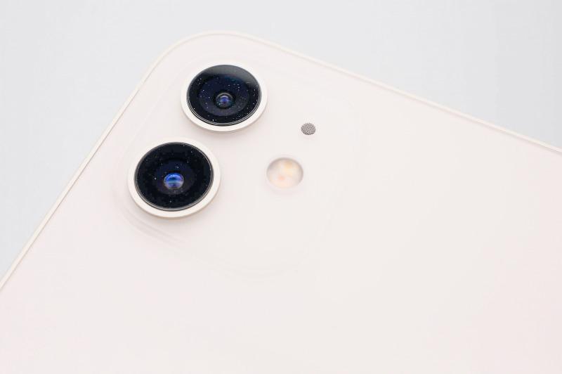 カメラ部はiPhone 11シリーズと似たデザイン