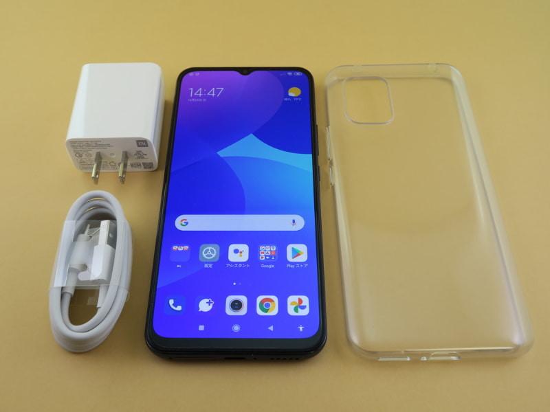パッケージには本体のほかに、22.5W対応ACアダプター、USB Type-Cケーブル、保護ケース(いずれも試供品)が同梱される。保護ケースは抗菌作用のある銀イオンを使ったもの