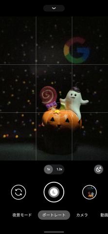 ファインダーではシャッターボタンに月のアイコンが表示されると、夜景ナイトモードが有効になったことを表わす