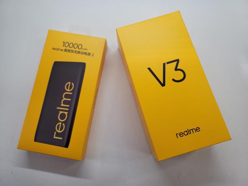 Realme V3とモバイルバッテリーを購入
