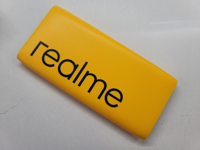 まっ黄色のモバイルバッテリー