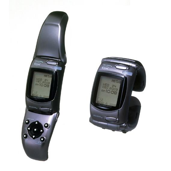 2003年5月発売の腕時計型音声端末「WRISTOMO(リストモ)」