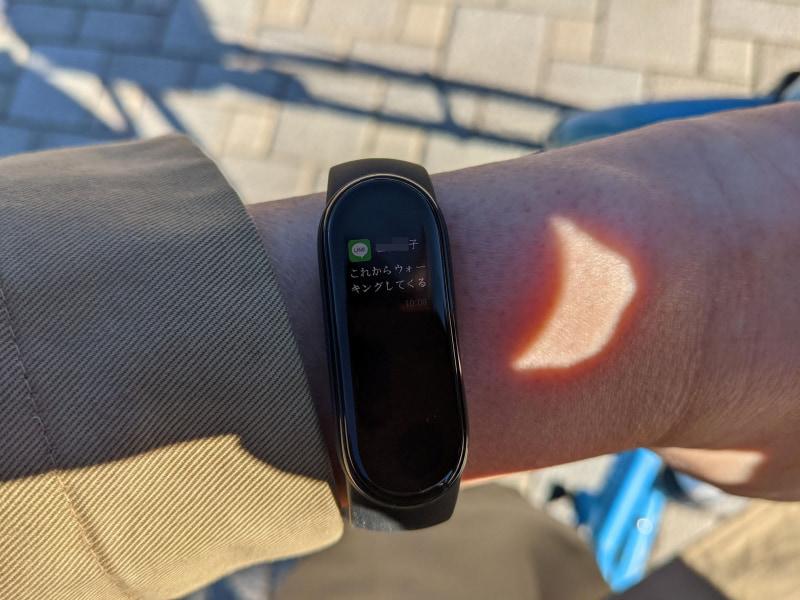 LINEの着信メッセージなどもそのまま腕を見るだけで読めるのも、Mi smartbandの便利なところです♪