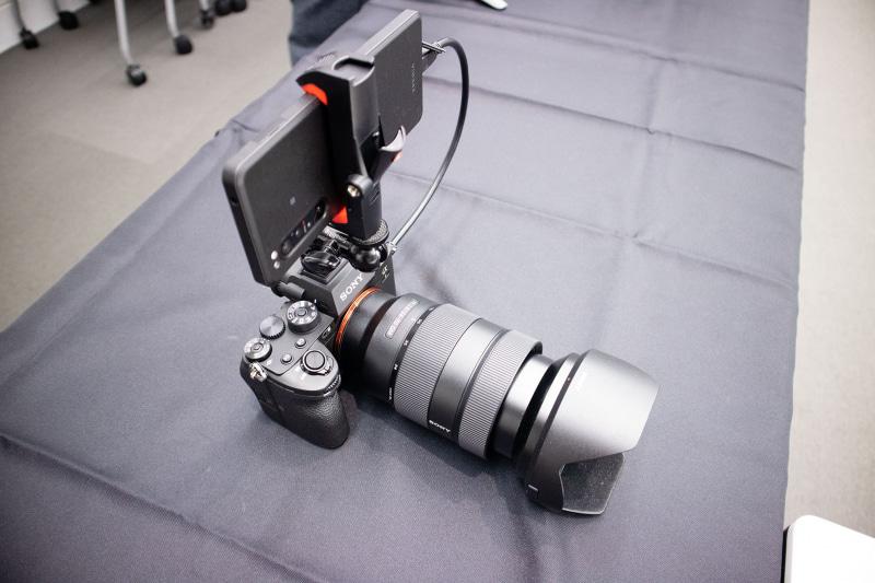 同日発表されたソニーの最新一眼レフカメラα1と接続
