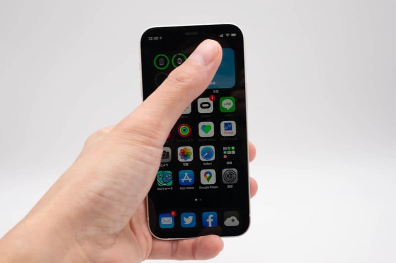 iPhone 12 miniは片手でも画面の端までストレスなくタップできる。このサイズ感を待ってたんだ……