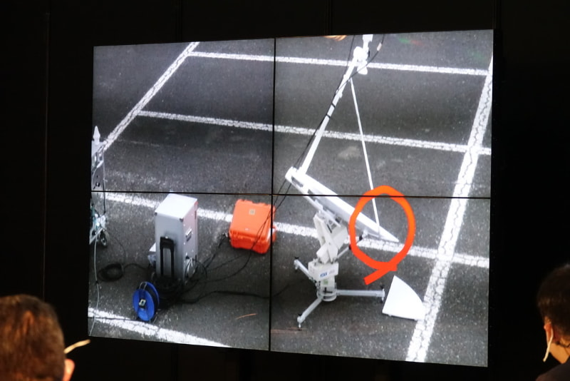 ドローンからの映像。基地局破損箇所をマークしたところ