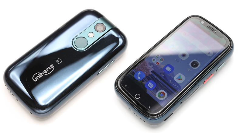 Jelly 2は3インチ(854×480ドット)の画面を搭載したAndroid 10スマートフォン(SIMロックフリー)で、サイズはは幅49.4×高さ95×厚さ16.5mm、重量は110g。緑がかった深い青のような不思議なカラーが印象的。日本仕様のみおサイフケータイ(FeliCa)に対応する。