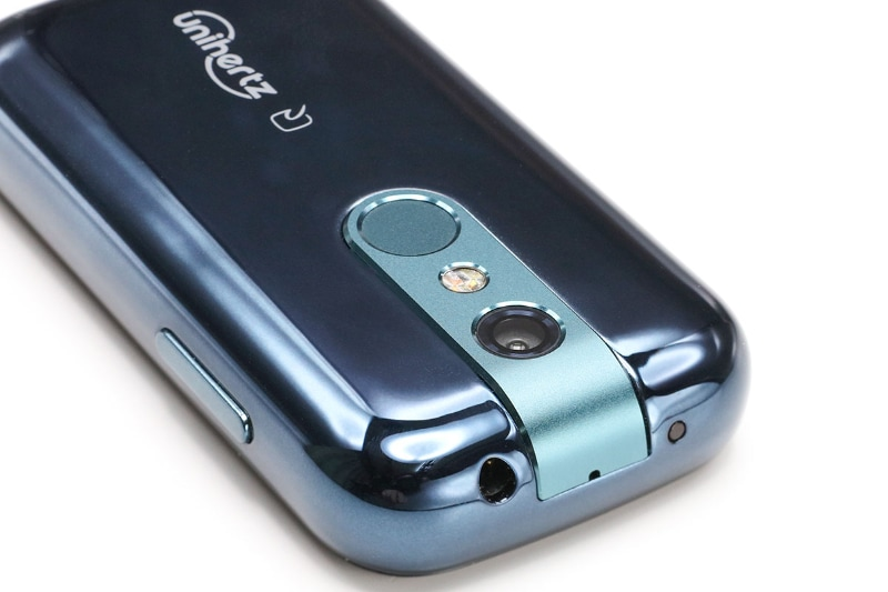本体上部には赤外線ポートや3.5mmオーディオジャックがあり、赤外線リモコンアプリやFMラジオアプリがインストールされている。背面には、上からアウトカメラ(1600万画素/オートフォーカス)、LEDライト、指紋センサーがある。インカメラは800万画素。