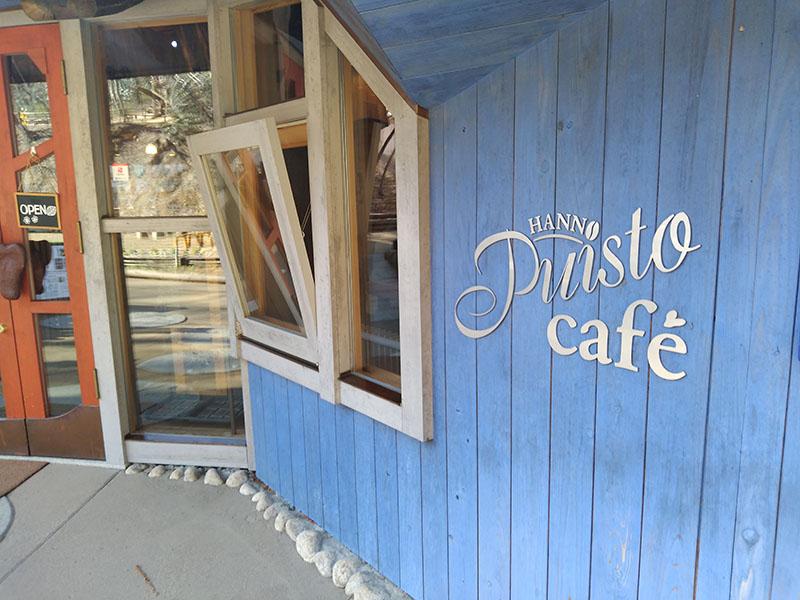 ムーミン谷にはカフェまであるが、その入口。Jelly 2はちょっと青が強く、Rakuten Miniは青が少し弱い。