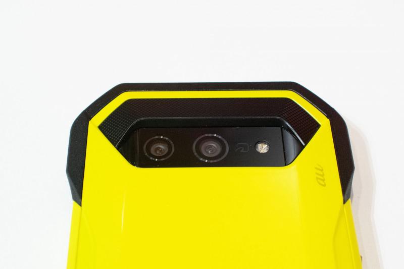 カメラは左からメインカメラとワイドカメラ(広角)