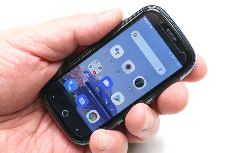 Unihertz「Jelly 2」はFM放送を聴取できる。FMラジオはワイドFM対応なので一部の中波放送を聴くことも可能。アプリもシンプルで使いやすく、音声をイヤホンで聴くか端末内蔵スピーカーで聴くかを選択可能。なので、イヤホンをアンテナとして使い、音はスピーカーから聴くことができる。また、3.5mmプラグ付きのロッドアンテナを装着してラジオを聴くこともできる。
