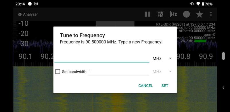周波数は指で画面を左右にスクロールさせて変更できる。画面上部の「Hz」ボタンをタップすれば、周波数を直接入力することもできる。