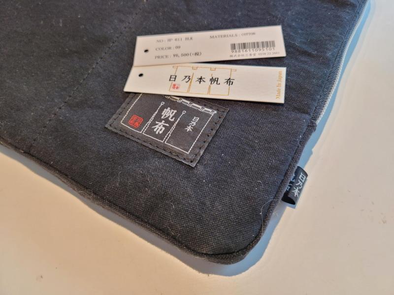日乃本帆布は山形県米沢市に本拠地を置く帆布加工鞄の老舗だ