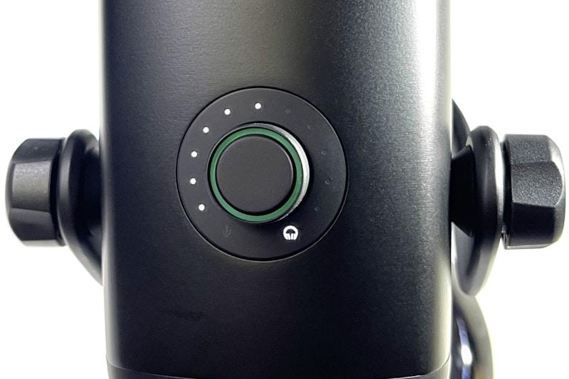 ゲイン調節モードでノブを1秒長押しするとヘッドホン音量調整モードへ移行する。ここでノブを回すとヘッドホン音量調整を行える。