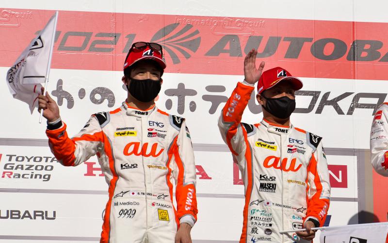 36号車をドライブする坪井翔選手(左)と関口雄飛選手(右)