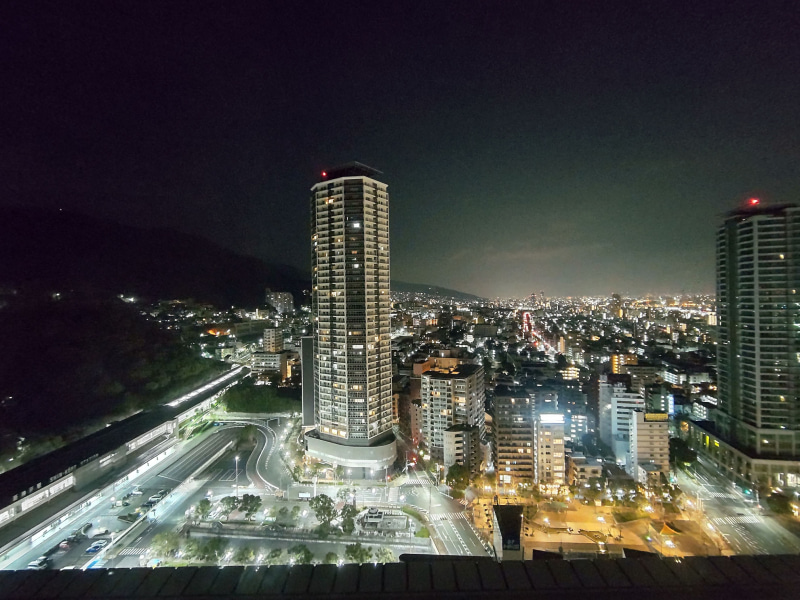 「AQUOS sense5G SH-53A」の「ナイトモード」で、夜景を広角カメラで撮影