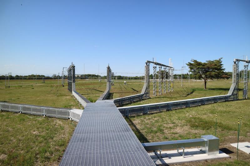 送信所からのアンテナは、途中で変換されながら各地に配線される