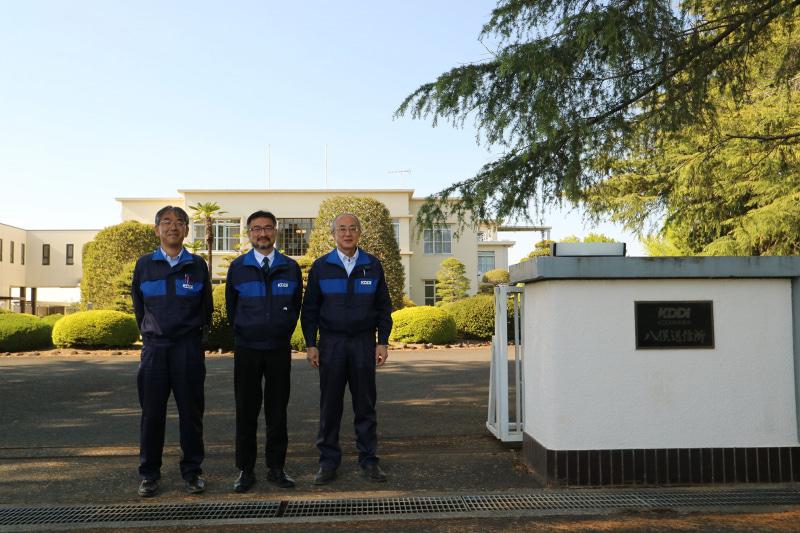 左からインフラグループリーダーの松井 一浩氏、所長の齊藤 稔充氏、マネージャーの堀江 孝氏