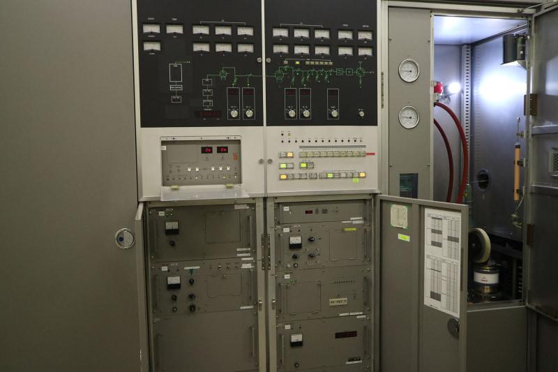 周波数などの操作盤