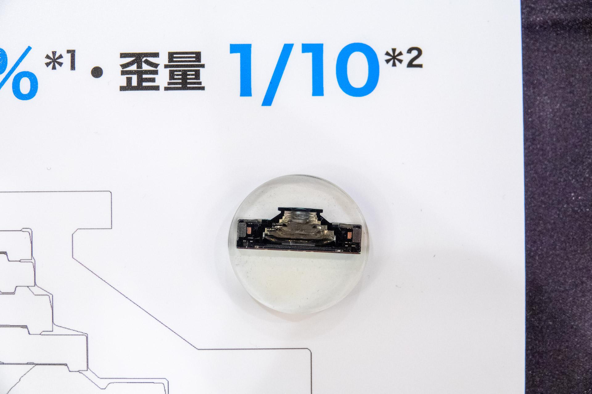 樹脂で固めたカメラモジュールの断面