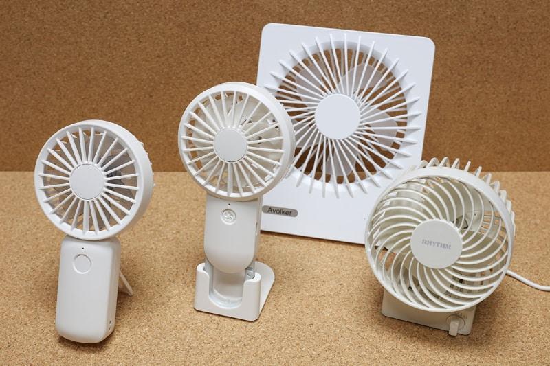 使用中のUSB扇風機各種。携帯したり自宅の各所に置いたりして「暑い〜」と思ったら即送風。汗がすぐ引いて気分爽快なのだ