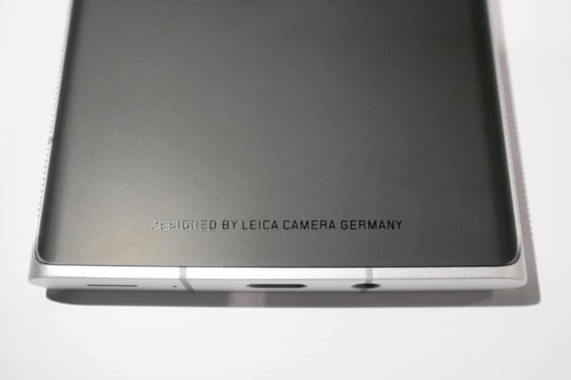 背面下部には「DESIGNED BY LEICA CAMERA GERMANY」の文字