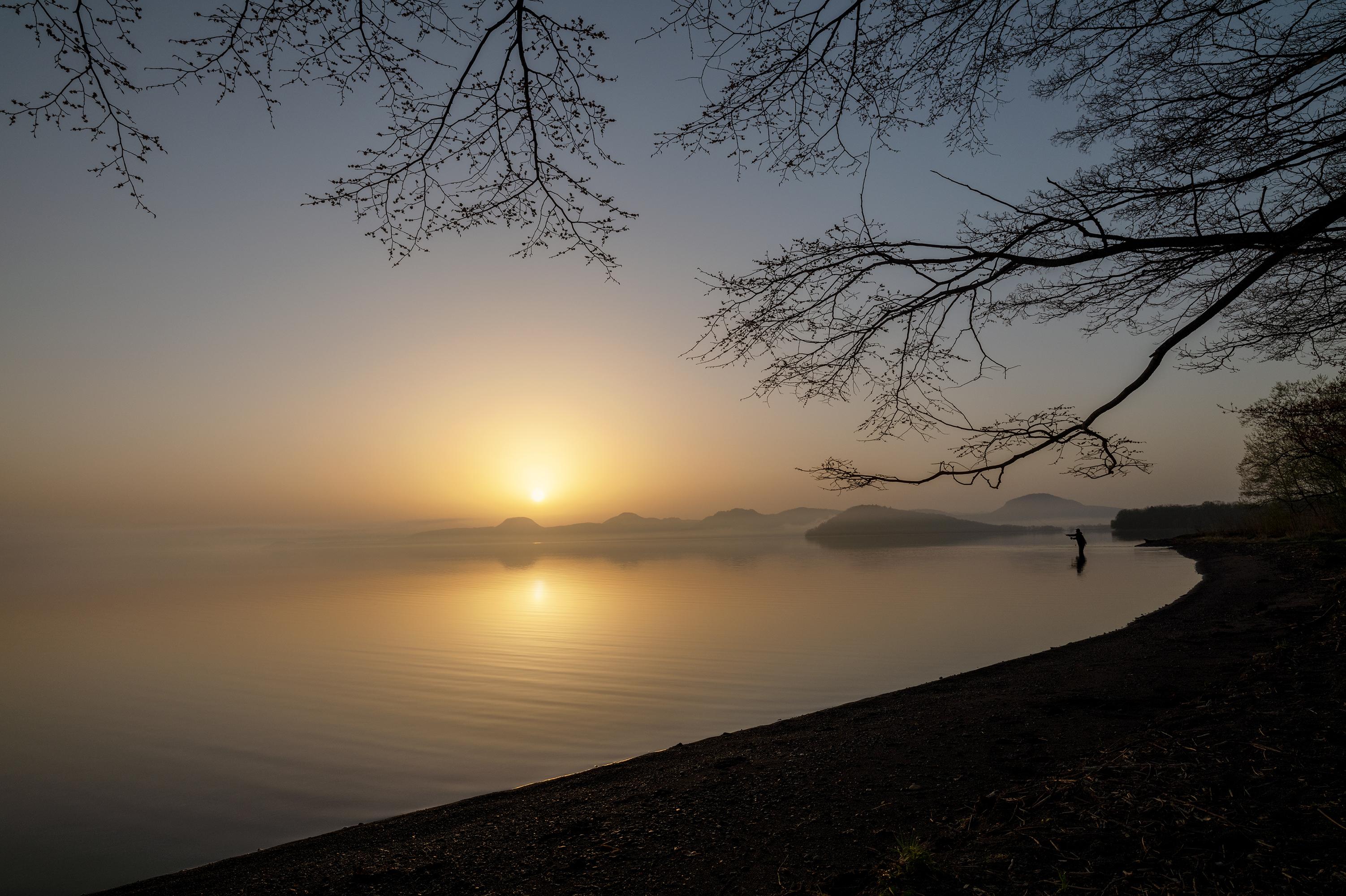屈斜路湖の日の出(C)Anju