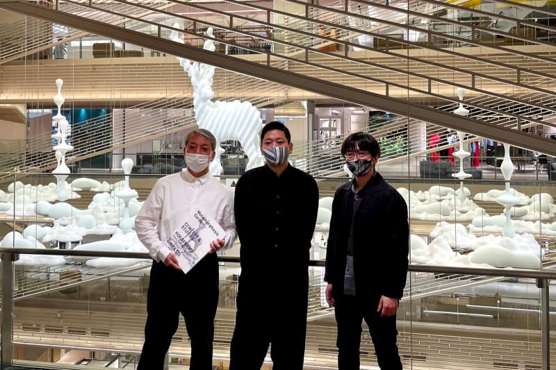 写真右から砂原哲氏、名和晃平氏、アートプロデューサーの後藤繁雄氏
