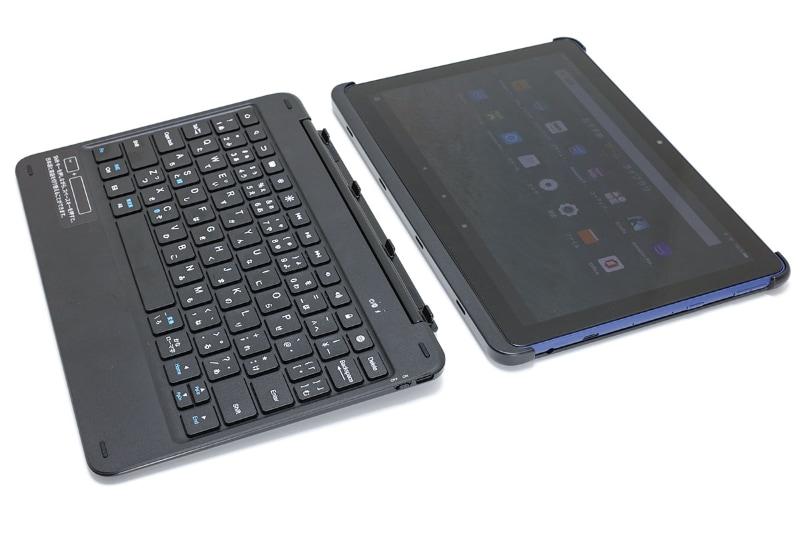 キーボードとカバーはこのように分離できる。キーボード部単体の重さは489g(実測値)で、カバー部単体の重さは134g(実測値)。Fire HD 10本体にカバーを装着した時の重さは594g(実測値)となり、この重さなら携帯も苦にならない。カバーとキーボードの嵌合部には双方にマグネットが仕込まれており、スマートに脱着できる。