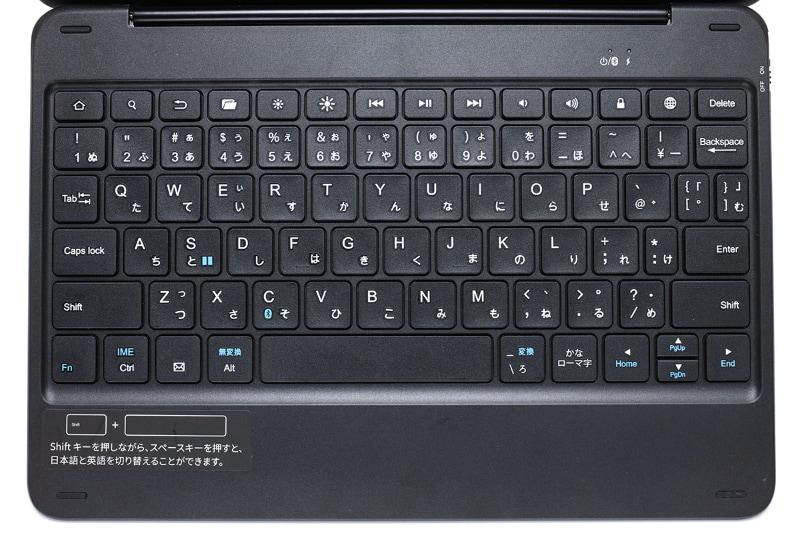 専用キーボード付きケースのキー配列。配列の一部が変態的。キー上部には使うと便利なメディアキーが並ぶ。