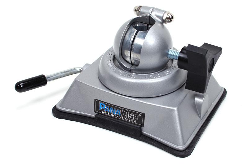 Model:380 Vacuum Base。ある程度滑らかな机面などであれば、かな~り強力に固定できる吸盤式のベースだ。質量は800g。