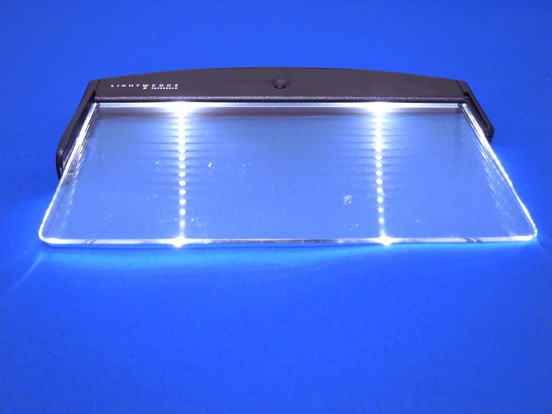 アクリル板の根元から板にLED照明を通し、ページを照らす仕組み