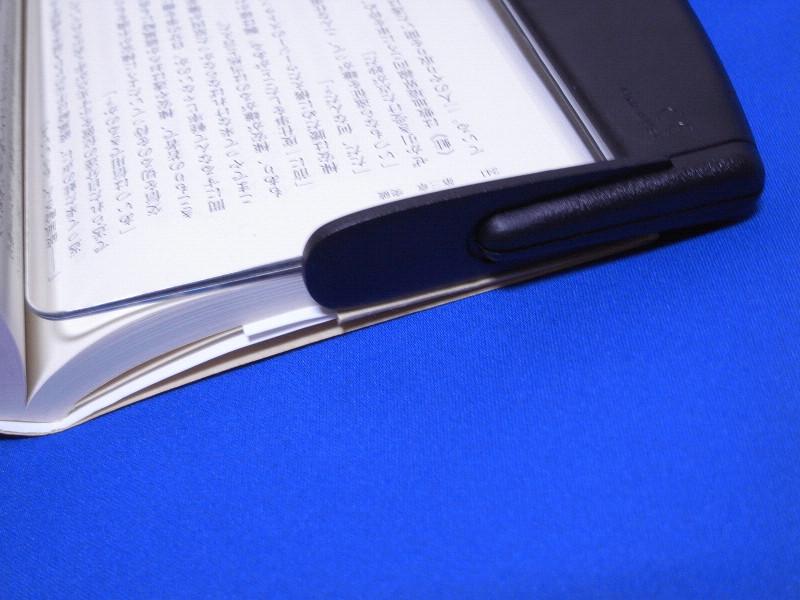 付属のページレストを付ければ本に引っ掛かり、読書時の負担を軽減