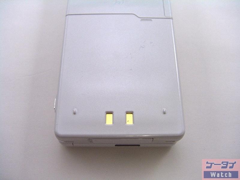 バッテリーカバー、充電端子