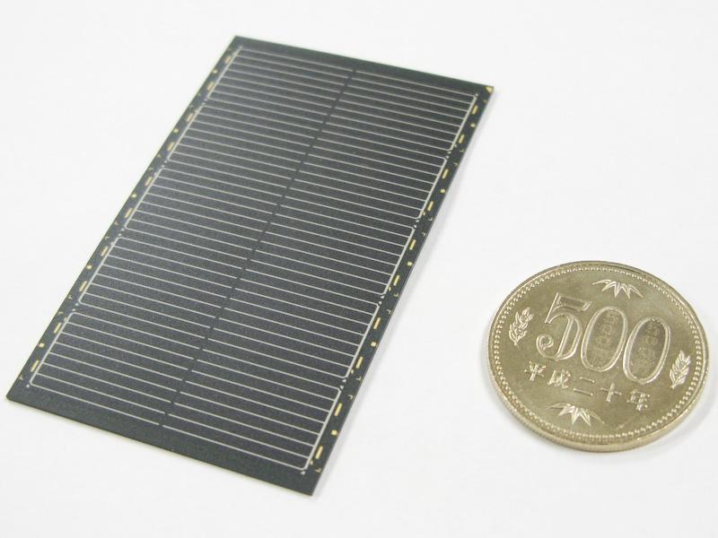 ソーラーモジュールは入射光を増やすために表面が非光沢処理されている