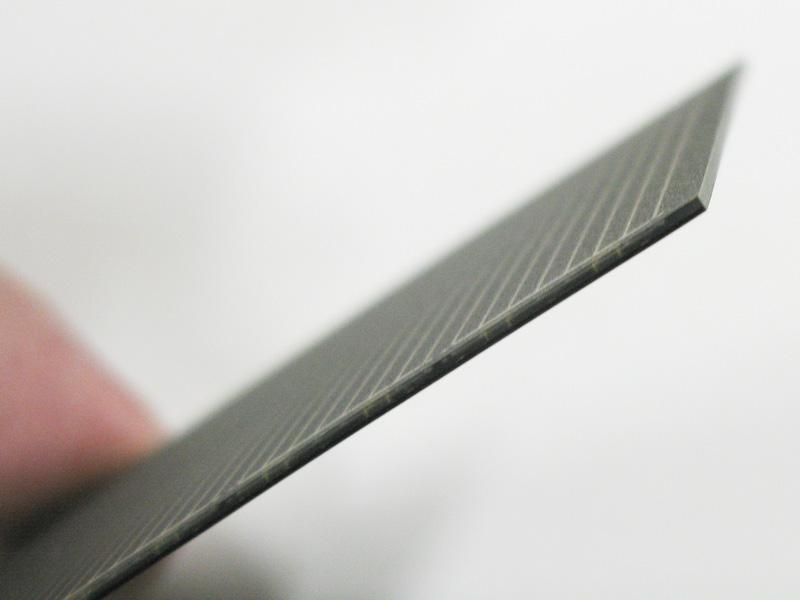 パネル自体の厚さは0.8mm