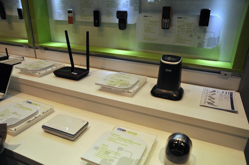 音声・データ通信端末以外の製品もラインナップ