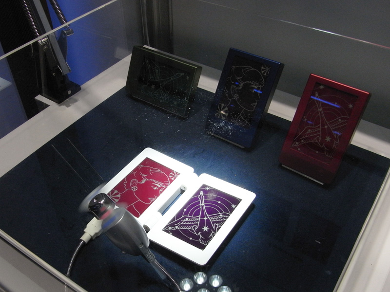 TDKの色素増感型太陽電池はカラフルなグラフィックデザインが可能