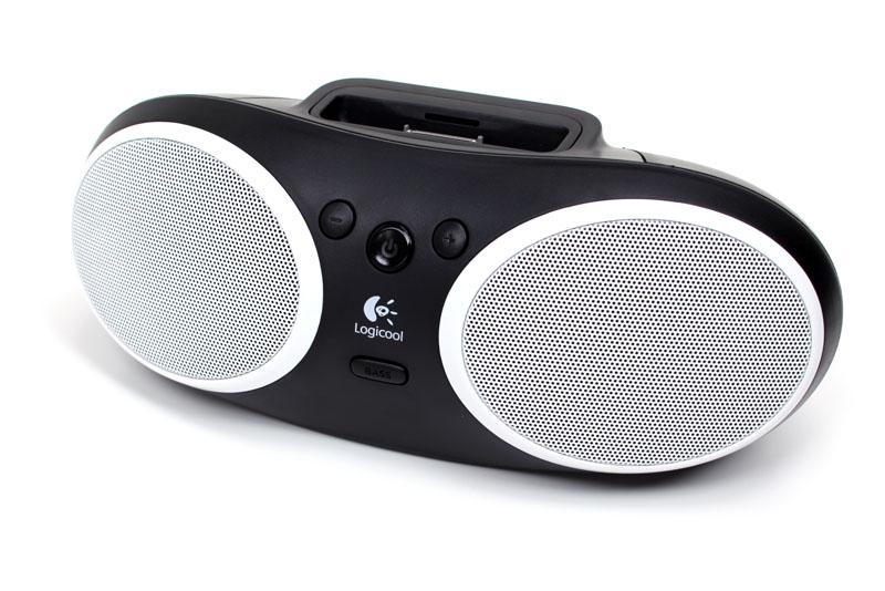 ロジクールのPortable Speaker S125i。ACアダプタでも単三形電池×4本でも使える小型のiPod用スピーカーで、実勢価格は5500円前後といったところ。