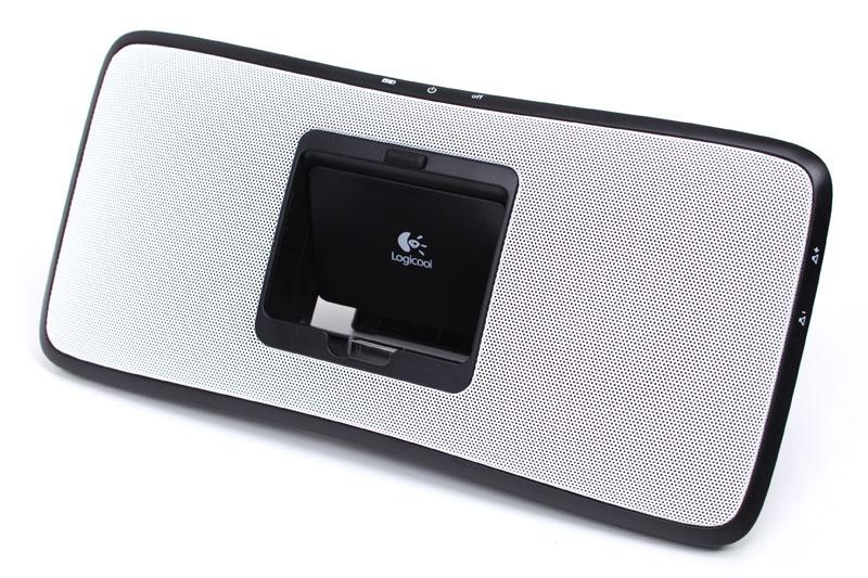 ロジクールのRechargeable Speaker S315i。ACアダプタおよび内蔵リチウムイオン二次電池で使えるiPod用スピーカー。実勢価格は9500円前後。